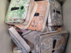 Houten Scrabble Letters en Symbolen 6x6 cm. - Cotton Counts-6583