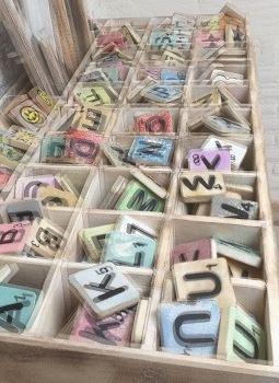 Houten Scrabble Letters en Symbolen 6x6 cm. - Cotton Counts-0